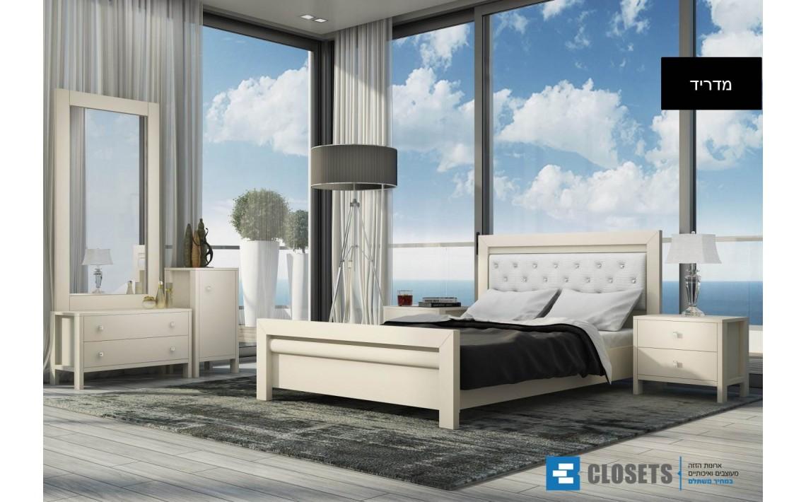 ספה מיטה או מיטה זוגית